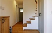施工事例 玄関 工夫を凝らした自然素材で気持ちの良い玄関!