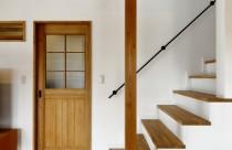 施工事例の紹介!! とってもおしゃれな木製建具っ!弊社オリジナルです