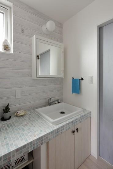 白を基調とした洗面 (2)