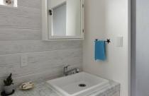 白を基調にした洗面スペース。
