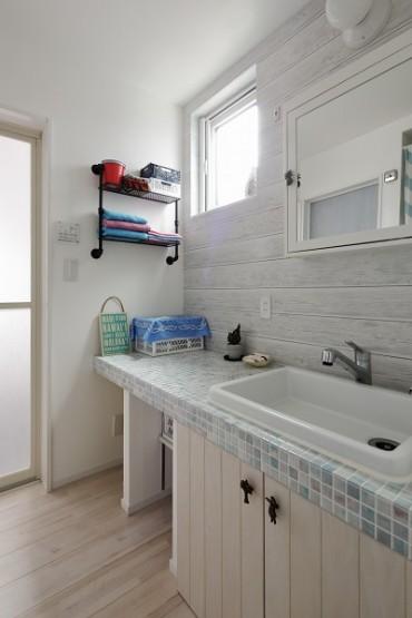 白を基調とした洗面 (1)