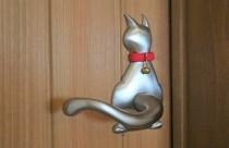 ネコちゃん取っ手がついた室内扉